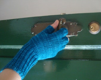 Hand knitted bamboo gloves