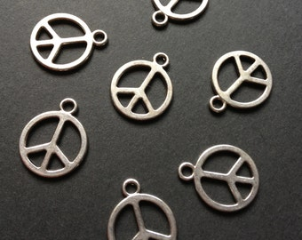 20 - small antique silver peace sign charm Pendant - Lead free and cadmium free