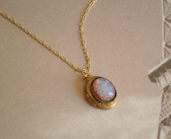 Opal necklace opal locket trending necklace fire opal te gusta este artculo aloadofball Choice Image