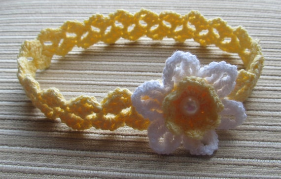 Instand Download Number 117 Crochet Pattern Baby Headband with a White Daffodil