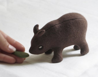 Eco-friendly RHINO Soft Sculpture / Plush TOY - PELUCHE Endangered Babies, Vegan, Eco-Felt & Organic Cotton Stuffing [brun pup - peluche]