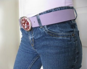 removable cranberry red buckle, size small lavender suede belt