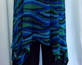 Coco and Juan Lagenlook Plus Size Blue Wave Print  Knit Angled Tank Top Size 2 Fits 3X,4X Bust  to 60 inches