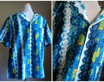 1970s Blue Hawaiian Mens Shirt // MCINERNY Label Tiki Print Short Sleeve Shirt // Medium