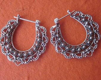 Bali Hoop Sterling Silver Earrings / silver 925 / Balinese handmade jewelry / granulation technique / diameter 2.9 cm