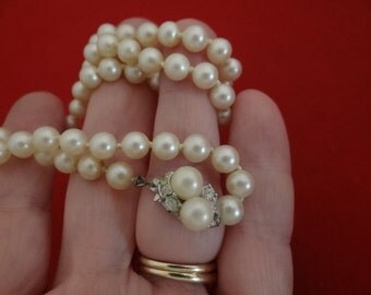 "Vintage hand knotted pearl 20"" necklace in great condition"