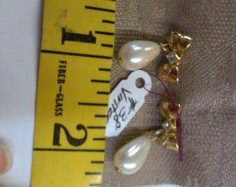 Vintage Avon Pearl Drop Bow & Rhinestone Earrings (38J)