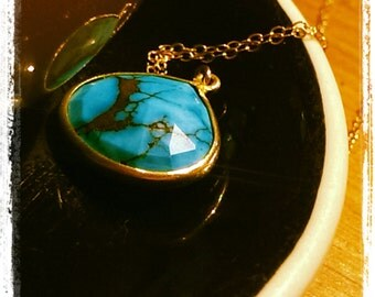 Teardrop Turqoise Pendant Neckace in Gold