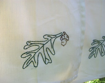 4 Oak leaf and acorn cloth napkins- hand stitched