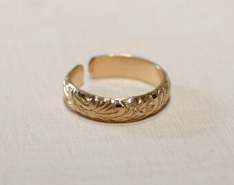 14K yellow gold toe ring with pattern leaf design