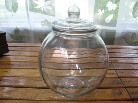 vintage large round heavy glass jar with lid old candy store. Black Bedroom Furniture Sets. Home Design Ideas