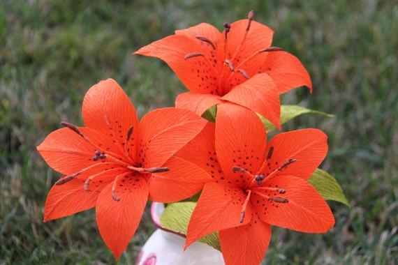 articles similaires fleurs du lis du tigre fleurs en papier cr pon fleurs mariage. Black Bedroom Furniture Sets. Home Design Ideas