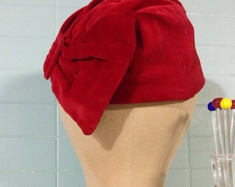 Gorgeous Vintage Red Velvet Hat w Buckle