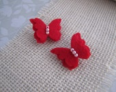 Teeny Tiny Butterflies . toothed alligator clip . felt . girls hair accessory . red