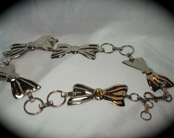 Vintage Metal Silver Tone Bow Chain Linked Belt.