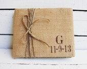 Toile de jute livre d'or de mariage personnalisé avec vos initiales et la Date. Choisissez vos couleurs