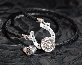 Horseshoe flower necklace - Fine Silver and leather