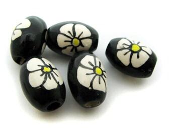 10 Ceramic Beads - Black Flower