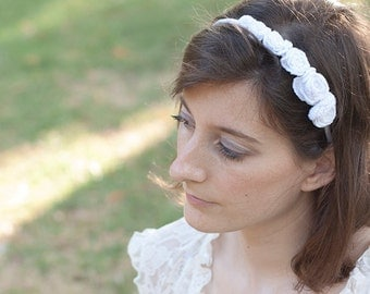 Bridal headband with six white flowers, wedding headpiece, floral hairband, handmade crochet unique piece