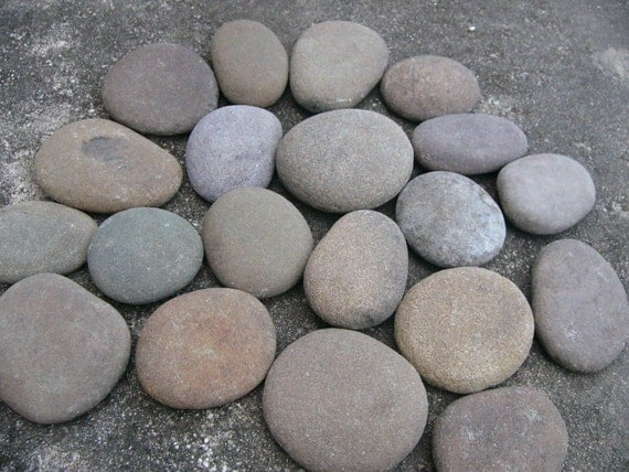 Big round river rocks stones garden rocks large chunky rocks for What are river stones