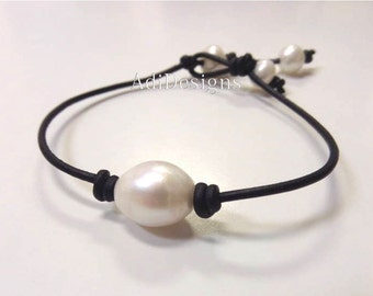 SALE - Leather and Pearl Jewelry - Leather Bracelet - Simple Design - Nicky