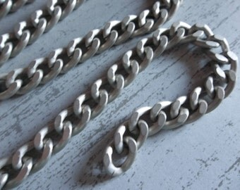 Lightweight Pale Silver Finish Aluminum Chunky Curb Chain 8 X 11mm Links - 18 inches (46cm)