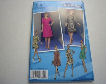 Pattern Womens Dress Project Runway Sizes 12 to 20 Simplicity 1754 A