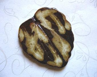Caramel Drizzle Ceramic Leaf Pendant
