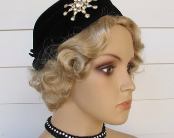 1950s Black Velour Hat With Rhinestone Brooch