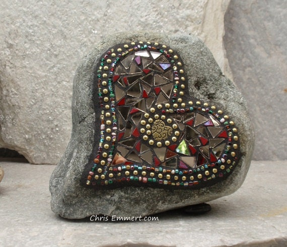 Red Bronze Stone : Bronze mirror and red heart mosaic on rock garden stone
