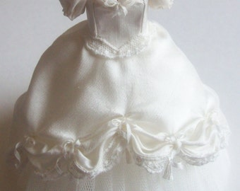 Handmade beautiful miniature dollhouse ivory silk ballgown or wedding dress 1:12th scale