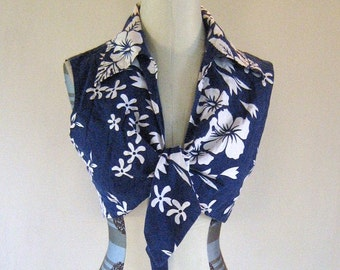 1960s Resort Crop Top Hawaiian Navy Hibiscus