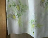 VINTAGE FLORAL PILLOWCASE Daisies