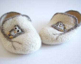 "Wool Felted Slippers - ""Boyfriend"" Slippers for Women / Loafers / Houseshoes / Cream / Light Brown / Owl / Tree Branch"
