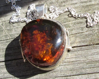 Leaves and Vines in the Sun Amber Pendant Necklace