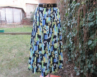 Pretty Long Pleated Skirt Vintage / Big / Large / Size EUR46 / UK18