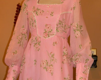 Pink w/ raised floral  print Gunne Sax Gown.Pink Bohemian 70s dress .Bobbin Lace Trim.Holiday dresses.Heidi style. Valentines Day !
