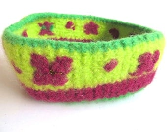 "Felt basket/bowl ""Wild Rose"", pure new wool, seed beads, crocheted, felted, lime green, grass green, burgundy, wine red, OOAK, one of a kind"