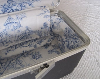 Vintage Gray Train Case with Bue Toile Liner