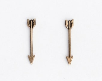 Arrow stud earrings - brass