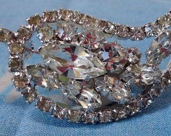 """Lovely vintage paisley,leaf shaped brooch, pin with mixed rhinestones. Open work silver tone setting, 2.1"""" long.TROVAN12.3-10.4"""