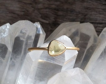 Yellow unheated sapphire and 18k gold ring