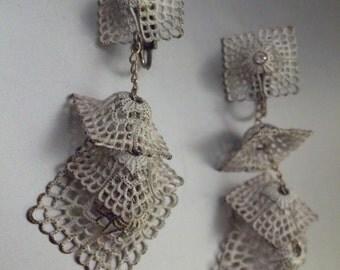 1960s White filigree tiered chandalier earrings