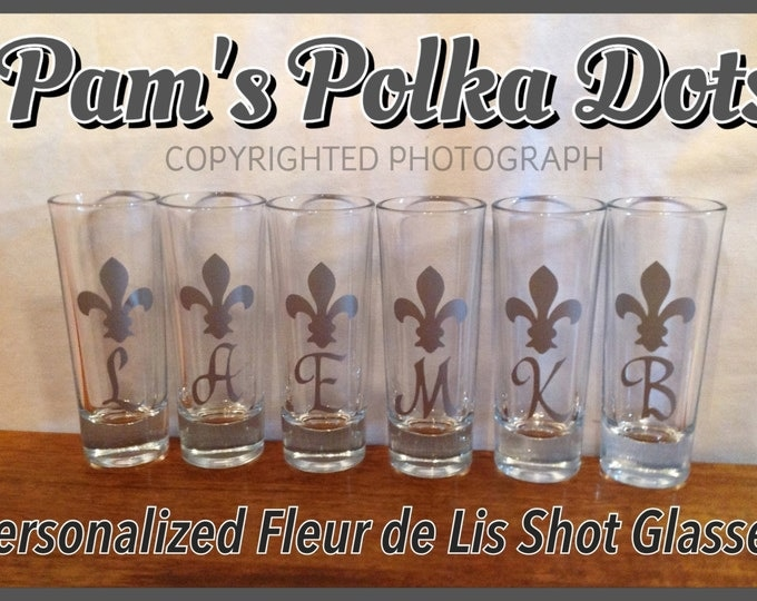 Personalized FLEUR DE LIS Shot Glass with Initial Name Word great wedding birthday anytime gift