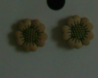 TINY  BEIGE FLOWERS on simple posts