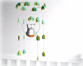 Owl mobile - woodland - Nursery baby mobile - Felt gray and white owl - Nursery decor - MADE TO ORDER