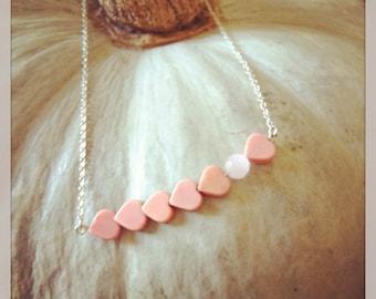 Collanina con perline e cuoricini
