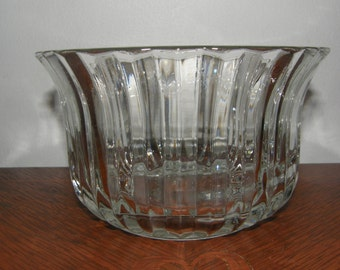 FTDA Clear Glass Bowl With Flaired Top