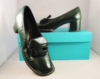 Vintage Shoes High Heel Shoes 60s Mad Men Green Patent Leather Pilgrim Buckle Handmade Mitten Construction Size 6 1/2 - 7