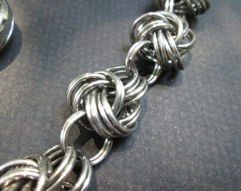 Wallet Chain Double Spiral Half Byzantine plus One